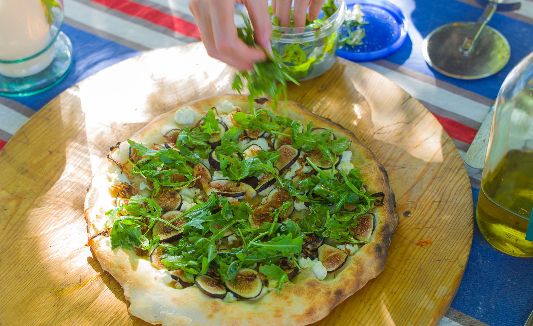 prosciutto, fig, and arugula pizza